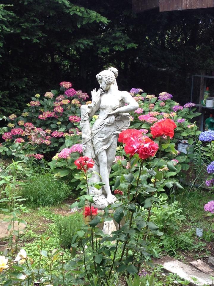 Surrey Gartenfiguren